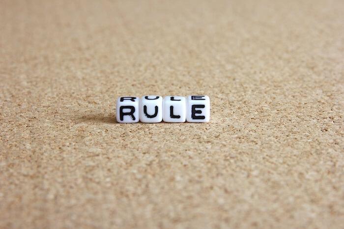ルールと書かれたブロックの画像