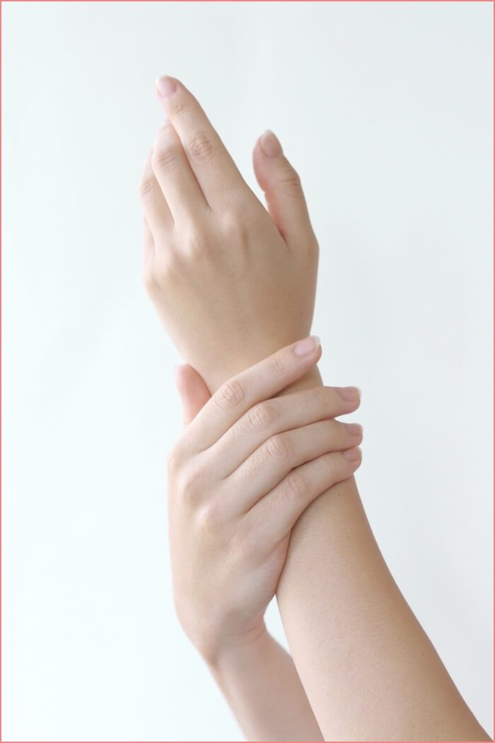 女性の美しい手の画像